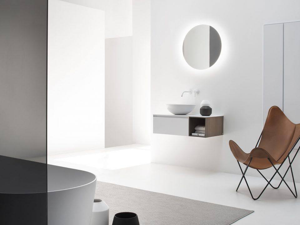 Biała umywalka nablatowa